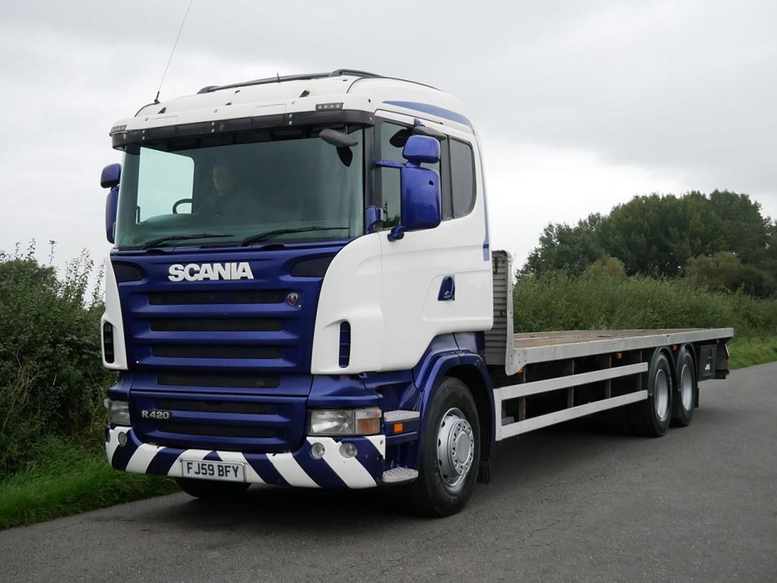 Scania R420 6 X 2 - 9.00 M (30 Foot) Flat