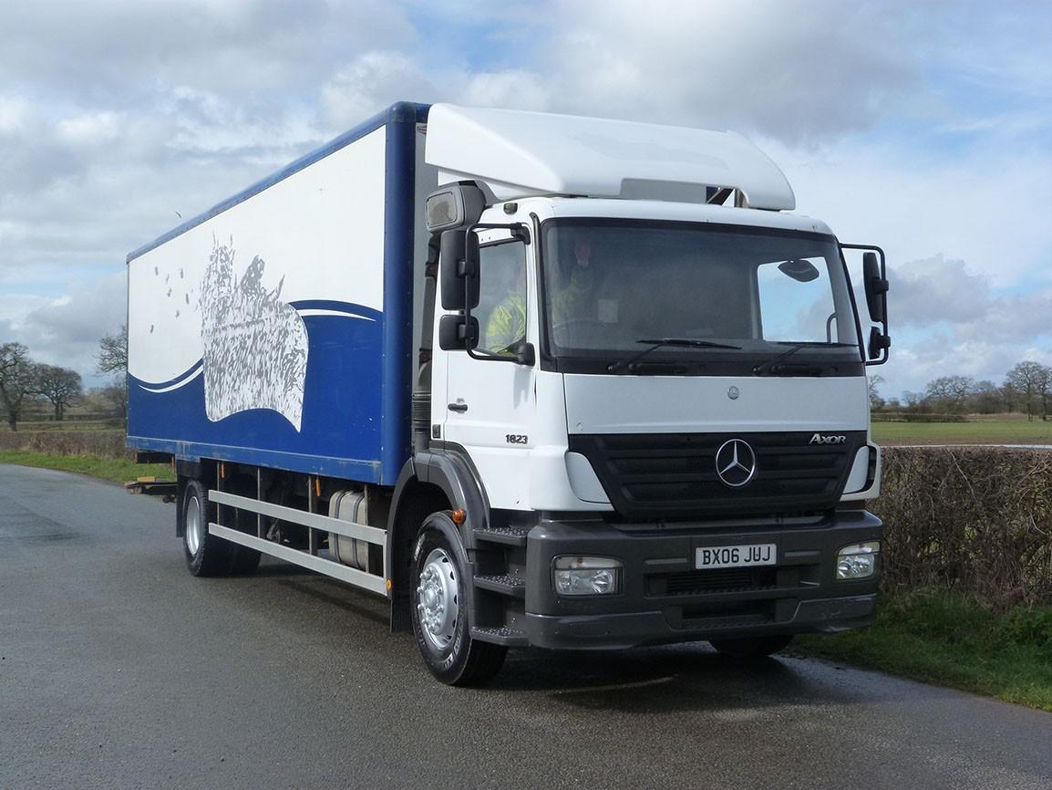 Mercedes benz 1823 4 x 2 box van for Mercedes benz box truck